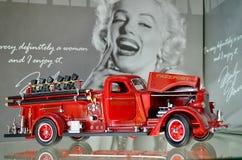 """Exposition de rétros voitures Port franc de LaFrance """"Américain B-550RC """"de pompe à incendie, moteur 3', année de la fabrication  photographie stock"""