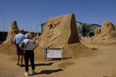 EXPOSITION DE SCULPTURES EN SABLE : HUNDESTED HABOUR Photos stock
