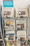 Exposition de titres de journal ce Donald J L'atout a remporté l'élection présidentielle, le 9 novembre 2016 - démocratie dans l' Images libres de droits