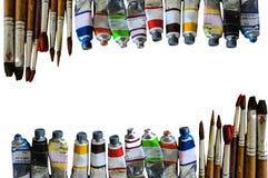 Exposition de tubes d'aquarelle de coloré sur le fond de livre blanc Photos libres de droits