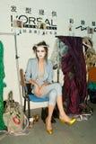 Exposition de Vivienne Westwood Changhaï à l'arrière plan Photos stock