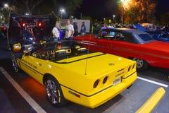 Exposition de voitures de Vintange dans le Car Show et la croisière classiques de samedi Nite à la vieille ville Kissimme photographie stock