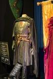 Exposition des costumes et des appui verticaux du ` The Game de film du ` de trônes dans les lieux du musée maritime de Barcelone Photos libres de droits