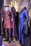 Exposition des costumes et des appui verticaux du ` The Game de film du ` de trônes dans les lieux du musée maritime de Barcelone Image libre de droits