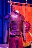 Exposition des costumes et des appui verticaux du ` The Game de film du ` de trônes dans les lieux du musée maritime de Barcelone Images libres de droits
