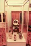 Exposition des poupées dans la crèche Images stock