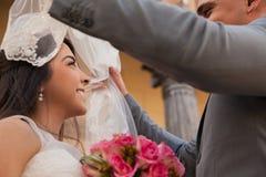 Exposition du voile d'une jeune mariée Photographie stock