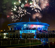 Exposition et feux d'artifice de laser au stade Images stock