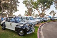 Exposition extérieure de rétros voitures chez Embarcadero Marina Park Nor Photo stock