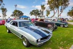 Exposition extérieure de rétros voitures chez Embarcadero Marina Park Nor Image stock