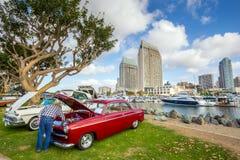 Exposition extérieure de rétros voitures chez Embarcadero Marina Park Nor Photographie stock