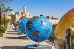 Exposition fraîche de globes dans la vieille ville de Jérusalem, Israël Images libres de droits