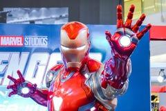 Exposition grandeur nature de mod?le d'Iron Man de superh?ros dans la cabine d'exposition de fin de partie de vengeurs photos libres de droits