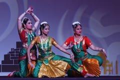 Exposition indienne de danse folklorique la nuit Image libre de droits
