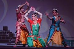 Exposition indienne de danse folklorique la nuit Photographie stock
