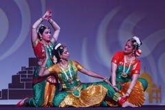 Exposition indienne de danse folklorique la nuit Photographie stock libre de droits