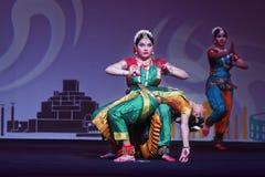 Exposition indienne de danse folklorique la nuit Photos libres de droits
