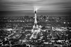 Exposition légère de représentation de Tour Eiffel la nuit, Paris, France. photographie stock