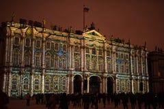 exposition Lumière-musicale sur les murs de l'ermitage d'état Images stock