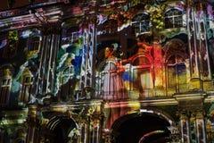 exposition Lumière-musicale sur les murs de l'ermitage d'état Photo libre de droits