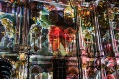 exposition Lumière-musicale sur les murs de l'ermitage d'état Photographie stock