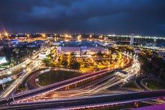 exposition lumière nuit foncé magnifique Route voie Uban aéroport crépuscule Coucher du soleil Cityview Paysage urbain aérien cen Photographie stock