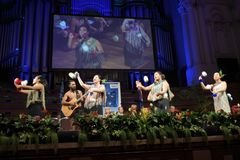 Exposition maorie de culture pendant la cérémonie de citoyenneté du Nouvelle-Zélande Photo stock