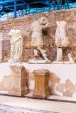 Exposition permanente dans le musée qui a été construit sur le site du temple romain antique dans la ville antique Narona Photo libre de droits