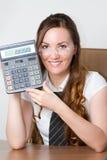 Expositions de sourire de fille sur la calculatrice un million image libre de droits