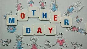 Exprese el ` del día de madres del ` en un fondo del dibujo grande de la familia ilustración del vector