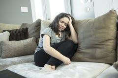 Expresión del adolescente femenino solo en casa Fotos de archivo libres de regalías