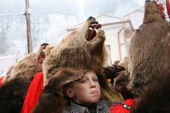 Expresión del muchacho en el desfile de la danza del oso Imágenes de archivo libres de regalías