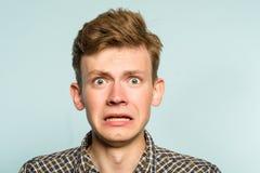 Expresión facial del hombre dorky tonto torpe torpe fotografía de archivo