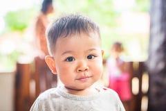 Expresión facial del muchacho foto de archivo