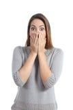 Expresión sorprendida de la mujer con los ojos de par en par abiertos Foto de archivo libre de regalías