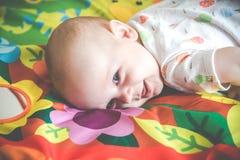 Expresi?n reci?n nacida del beb? imágenes de archivo libres de regalías