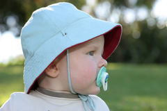 Expresiones del bebé - concentración imágenes de archivo libres de regalías