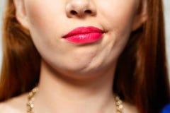 Expresiones faciales del primer joven de la mujer del pelirrojo fotografía de archivo