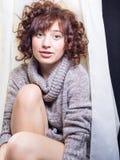 Expresiones femeninas menudas lindas de la diversión Fotos de archivo libres de regalías