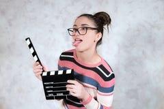 Expressão engraçada da cara da mulher da careta do filme da comédia foto de stock