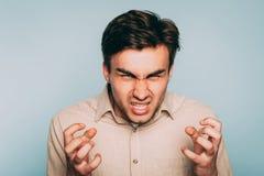 Expressão facial distorcida homem da raiva da matança do ódio foto de stock
