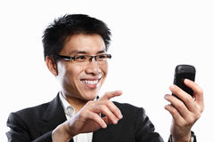 Expressão feliz do homem de negócios ao usar o atendimento video Imagem de Stock