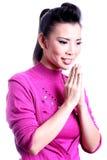 Expressão tailandesa Sawasdee da boa vinda da mulher Fotos de Stock Royalty Free