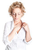 Expressief portret van vrouw die borstpijn heeft stock fotografie