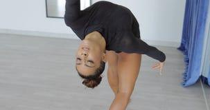 Expressieve vrouw in motie van dans royalty-vrije stock fotografie