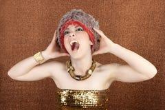 Expression folle de cri de femme d'or futuriste Images stock