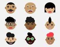 Expressions de visage sur la conception plate de différents caractères illustration libre de droits