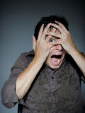 Expressions. l'homme est terrifié et la crainte de sensation Images stock