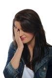 Expressions.upset y mujer bonita gritadora Fotografía de archivo