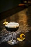 Expresso咖啡马蒂尼鸡尾酒在酒吧的鸡尾酒饮料 免版税库存照片